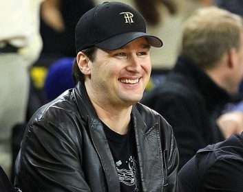 Phil Hellmuth at a Lakers Game