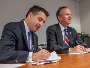 Nevada Governor Brian Sandoval and Delaware Governor Jack Markell Sign the Multi-State Internet Gaming Agreement Photo: Robert Craig, The (Wilmington, Del.) News Journal